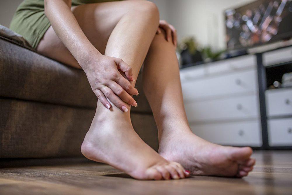 Phù chân - dấu hiệu của suy tim